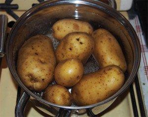 кастрюля с картофелем для детских ингаляций
